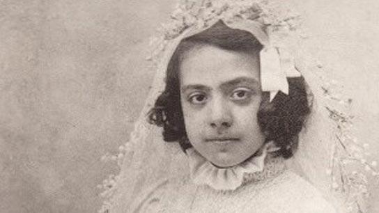 Fundadora Niña Adolescente